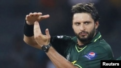 پاکستان کرکٹ ٹیم کے سابق کپتان شاہد آفریدی اپنے کریئر کے دوران کئی بار تنازعات کی زد میں آئے ہیں۔