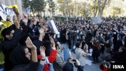 بیانیه دانشجویان را سه هزار نفر از آنها امضا کرده اند.