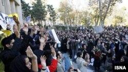 عکس آرشیوی از یک تجمع دانشجویی در دانشگاه تهران