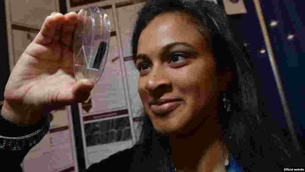 Eesha Khare criou um novo tipo de super carregador de energia que pode carregar baterias muito rápido