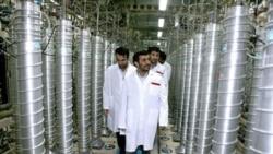 محمود احمدی نژاد در حال بازدید از تاسیسات اتمی در نطنز
