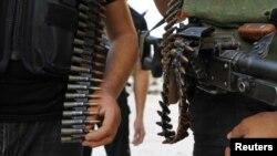 اعضای ارتش سوریه آزاد در یک رژه نظامی