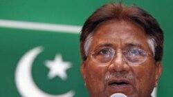 منتقدان پرویز مشرف او را به وقت کشی و متنع تراشی برای دادگاه کاکور رسیدگی به پرونده اش متهم کرده اند.