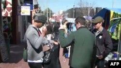 Du khách mua sắm trong thành phố Johannesburg, Nam Phi