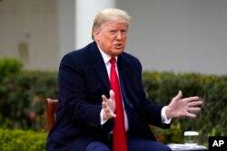 """Prezident Donald Tramp Oq uydan turib """"Fox News"""" telekanaliga intervyu beryapti, 2020-yil, 24-mart."""