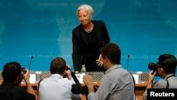 ຮູບພາບທ່ານນາງ Christine Lagarde ຫົວໜ້າບໍລິຫານ ກອງທຶນສາກົນ ທີ່ເວົ້າກ່ຽວກັບເສດຖະກິດຂອງສະຫະລັດ ທີ່ນະຄອນວໍຊິງຕັນ ວັນທີ 16 ມິຖຸນາ 2014.