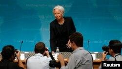 크리스틴 라가르드 IMF 총재(가운데)가 16일 워싱턴에서 열린 연례 미국 경제 보고서 발표회에 참석했다.