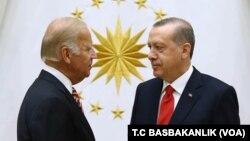 24 Ağustos 2016 - Joe Biden, Obama yönetiminde başkan yardımcılığı yaptığı dönemde Ankara'yı ziyareti sırasında Erdoğan ile görüştü