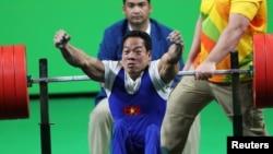 Lực sỹ Lê Văn Công đã giành tấm huy chương vàng đầu tiên cho Việt Nam tại Paralympic Rio, 8/9/2016.