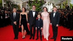 "(L-R) Producer Thomas Langmann, cast member Berenice Bejo, director Michel Hazanavicius, cast members Abdul Khalim Mamutsiev, Zukhra Duishvili and Maxim Emelyanov pose on the red carpet as they arrive for the screening of the film ""The Search"" in competition at the 67th Cannes Film Festival in Cannes, May 21, 2014."