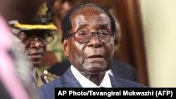 Presiden Robert Mugabe pada pidato kenegaraan di Harare, 6 Desember lalu (foto: dok).