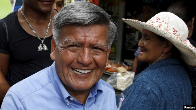 FILE - Peruvian presidential candidate Cesar Acuna (C) greets supporters during a rally at a market in Brena district of Lima, Jan. 25, 2016.