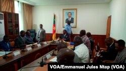 Audience entre le ministre des transports et les promoteurs des agences de voyage, Yaoundé, Cameroun, 3 novembre 2017. (VOA/Emmanuel Jules Ntap).