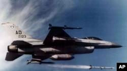 美国战机和AIM-120中程空对空导弹