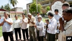Survivors from Khmer Rouge's main prison and regime victims gather together to greet the officials of war crime tribunal in a former Khmer Rouge S-21 prison, known as Tuol Sleng, now a genocide museum, in Phnom Penh, file photo.