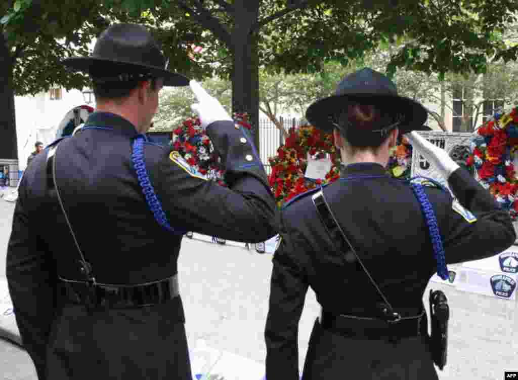 Вашингон воздает почести погибшим полицейским