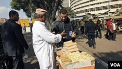 Mientras Egipto intenta recuperar la calma, líderes de oposición dicen que miles de millones de dólares en bienes fueron enviados al exterior.