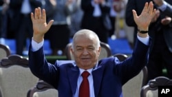 Uzbekistan's President Islam Karimov greets people during the festivities marking the Navruz holiday in Tashkent, March 21, 2015.