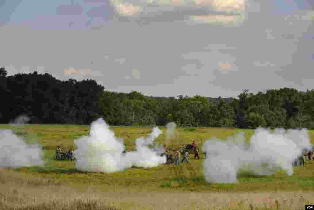 Артиллерия прикрывает отступление