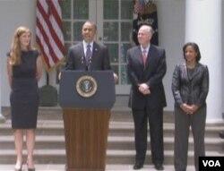美国总统奥巴马在白宫宣布多尼伦、赖斯、鲍尔人事案。(美国之音视频截图)