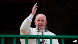 El pontífice se lo confirmó a varios funcionarios del gobierno argentino con quienes se reunió el 25 de febrero. Antes el papa irá a Chile y después a Uruguay.