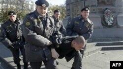 Rusiya dissidenti bir ay həbsdə saxlandıqdan sonra azad edilib