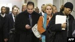 Ряды получателей пособия по безработице редеют