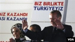 PM Erdogan dipastikan akan menduduki jabatan PM Turki ketiga kalinya setelah partai AKP menang besar dalam pemilu Turki (12/6).