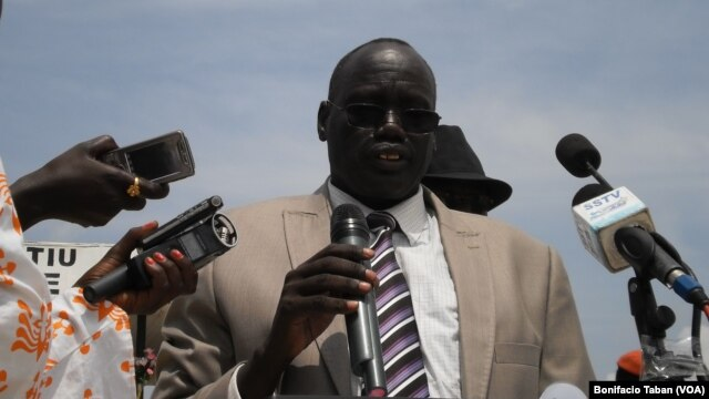 Lawmakers have passed a no-confidence vote against Unity state speaker Maguek Gai Majak, shown here addressing a crowd during celebrations of South Sudan's independence. (VOA/Bonifacio Taban)