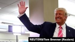 Američki predsjednik Donald Trump pošto je prijevremeno glasao na predsjedničkim izborima u West Palm Beachu (Foto: REUTERS/Tom Brenner)