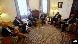 Predsednik i premijer Srbije, Tomislav Nikolić i Aleksandar Vučić, sa liderima Republike Srpske