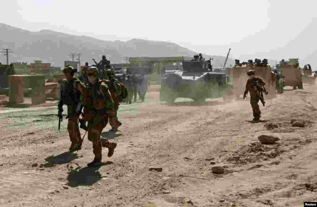 Members of the NATO-led International Security Assistance Force arrive at the site of an attack in Kabul, June 10, 2013.