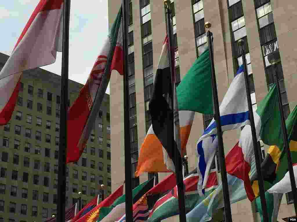 پرچم ایران در راکفلر پلازای منهتن