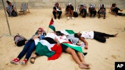 Pro-Palestinian activists stage a die-in in protest near the Paris Tel Aviv Beach event, on the banks of the Seine River, Aug. 13, 2015.