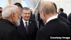 Prezident Mirziyoyev dunyo yetakchilari davrasida
