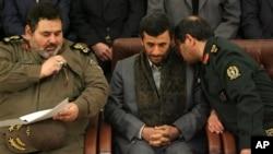 Ministan Tsaron Iran kennan Janar. Mohammad Mostafa Najjar, right, a lokacin da yake ganawa da shugaba Mahmoud Ahmadinejad.