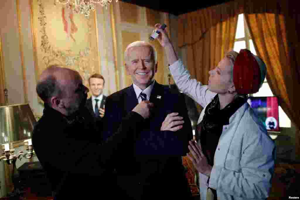 Alman heykəltəraş Klaus Velte Parisdə ABŞ prezidenti Co Baydeninin mumdan heykəlini hazırlayır