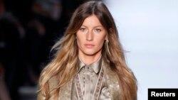 Gisele Bundchen menampilkan karya Givenchy (foto: dok)