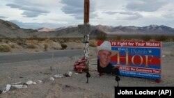 Một áp phích tranh cử của ông Hof ở Nevada