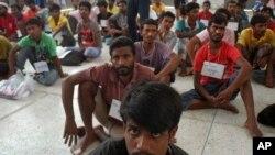Những người sắc tộc Rohingya, được Liên Hiệp Quốc xem là một trong những nhóm sắc tộc thiểu số bị ngược đãi nhiều nhất thế giới, là người đến từ Bangladesh và Myanmar.
