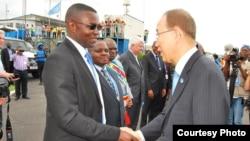 Umunyamakbanga mukuru wa ONU Ban Ki-moon na Guverineri w'intara ya Kivu y'Amajyaruguru Julien Paluku mu mujyi wa Goma tariki ya 23/02/2016.