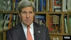 Menteri Luar Negeri AS John Kerry dalam wawancara dengan VOA di New Delhi (24/6).