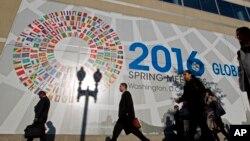 အေမရိကန္ျပည္ေထာင္စု ၀ါရွင္တန္ဒီစီၿမိဳ႕ေတာ္ က ႏိုင္ငံတကာ ေငြေၾကး ရန္ပံုေငြအဖြဲ႔ IMF ႐ံုး။ ( ဧၿပီလ ၁၄၊ ၂၀၁၆)