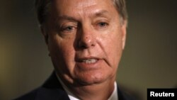 """El republicano Lindsey Graham criticó la propuesta del presidente Obama, """"es de risa"""", dijo."""