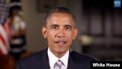美國總統奧巴馬每星期六對民眾講話。