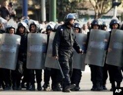 La police-anti-émeute est à pied d'oeuvre au Caire et dans d'autres villes égyptiennes