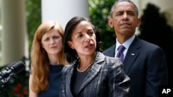 5일 바락 오바마 대통령(오른쪽)이 수전 라이스 유엔주재 대사(가운데)를 신임 국가안보보좌관에 공식 임명했다. 백악관 정원에서 임명 발표 후 연설하는 라이스 대사..