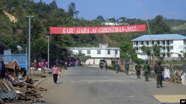 Soldiers of the ethnic Kachin Independence Army (KIA) patrol in downtown Laiza, northeastern Burma, January 4, 2013.
