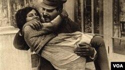 İosif Stalin qızı Svetlana ilə