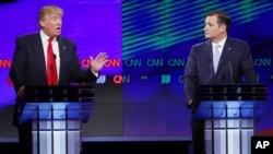 Donald Trump et le sénateur Ted Cruz, R-Texas, en plein débat lors des primaires républicaines à l'Université de Miami, 10 mars, 2016 , à Coral Gables, en Floride.